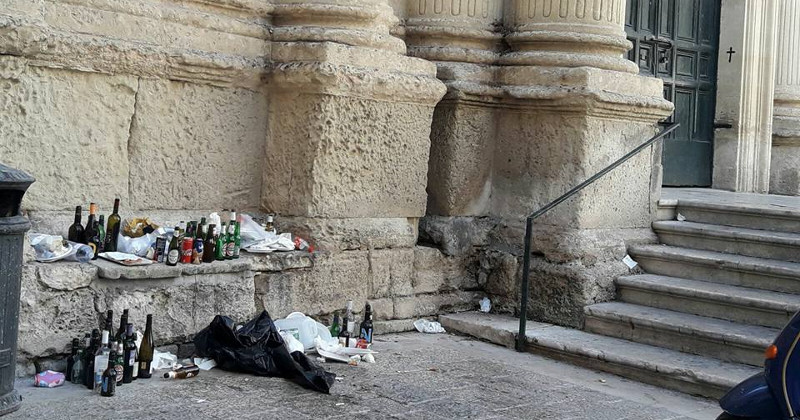 """Rifiuti sulla scalinata della chiesa, Mignone: """"Più controlli e dialogo con i gestori dei take away"""""""